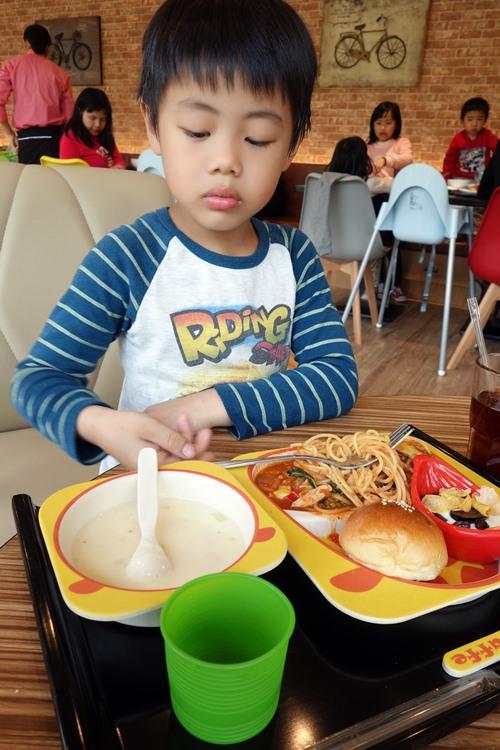 大房子親子餐廳 (11).JPG