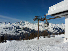 TransArc mid station (Gilder Kate) Tags: samsung samsungmobile samsunggalaxys5mini smg800f lesarcs france ski skiing snow lifts transarc bubble
