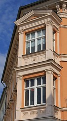 (:Linda:) Tags: germany thuringia town meiningen baywindow window two historicism pillar grnderzeit bekrnung erker pilaster wimperg pediment verdachung column