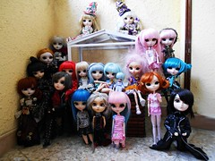 Mi pequea gran familia =) (Karu Aileas) Tags: family carnival pink blue girl familia doll chelsea little nosferatu dal aurora pullip limited