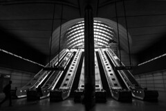 Canary Wharf (jwltr freiburg) Tags: city uk shadow walter blackandwhite bw white building london canon subway eos blackwhite tube wideangle wharf stadt sw canary schwarzweiss walimex bower 500d 14mm samyang jwltr