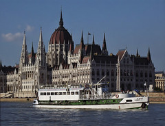 A BOSS EX BAKONY (Favor-Photo) Tags: barco ship nave duna schiff danube danubio budapesthungary корабль hajó hajók dunărea дунай budapestmagyarország favorphoto abossexbakony