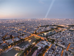 Anochecer en París (Edgardo W. Olivera) Tags: city summer sky urban paris france tower art seine architecture lumix europe eiffel panasonic gh3 microfourthirds lighthousebeam edgardoolivera