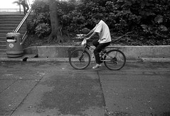 (David Davidoff) Tags: street people bw monochrome blackwhite cityscape candid analogue urbanlife 135film epsonv700scanner kodakeastmandoublex5222 summaron35mmf35goggles leicam3rangefinder