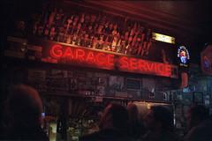 amerika (finnegan_eins) Tags: sanfrancisco bar fujisuperia200 40mm14 voigtlnderbessar3a garageservice