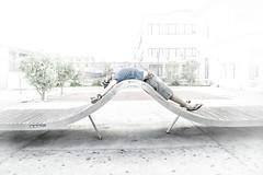 Battito (niKy...) Tags: street relax porto grecia momento bianco tempo luce schiena immaginare aspettare confort sfumature stanchezza pensare benessere battito rilassarsi