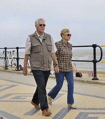 COUPLE WALKING & HOLDING HANDS on the PROMENADE, CLEETHORPES_RAP7468 XRB (Roger Perriss) Tags: sea sun walking lincolnshire promenade holdinghands railings cleethorpes oldercouple strolling d600