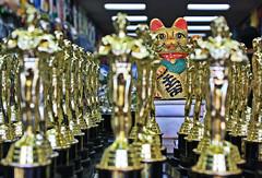 El Gato y los Oscares (Campanero Rumbero) Tags: usa film shop cat losangeles oscar cine gato movies compras oscares almacen norteamerica estatuillas