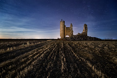 Caudilla (raul_lg) Tags: longexposure sky castle night stars noche toledo ruinas cielo estrellas nocturna castillo castillalamancha mark3 largaexposicion caudilla raullopez nikon142428 canon5dmarkiii sembrao raullg adaptadornovoflex