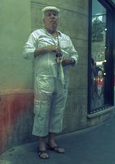 Sorprendido. (Ramirez de Gea) Tags: street portrait white roma blanco italia retrato calles elegance elegante miradas