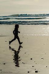 Beach run in winter (Martech photo) Tags: ocean winter reflection beach water kids children spain agua playa running shore reflejo cádiz martech fotografíadeniños martaolea martechphoto