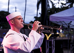 150704-N-ON468-378 (U.S. Pacific Fleet) Tags: hawaii harbor day 4 navy july oar pearl independence base usn joint dishwalla harborhawaiiunited jbphh harborhickam harborpearl statesuspearl