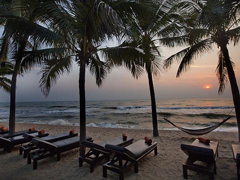 Anantara-Hua-Hin's-sunrise-shoreline-22