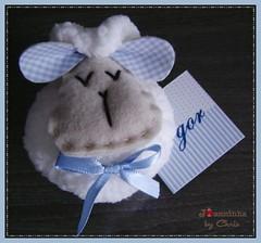 lembrancinha (Joanninha by Chris) Tags: feitoamao handmade ovelhinha enxovalmenino lembrancinhas menino azul bege artesanato