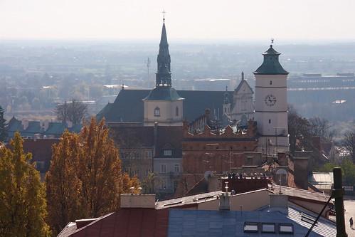 Wzgórze Katedralne w Sandomierzu z Bramy Opatowskiej