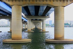 Hangang (TeresaFly) Tags: bridge architecture canon river asia asien korea seoul stadt southkorea brcke fluss sdkorea capitalcity hangang