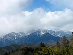 3990 Cloudy Mountains (mari-ten) Tags: cloud mountain nature japan zoom vehicle 日本 kanto yamanashi 2012 eastasia otsuki 山梨県 snowypeak 関東地方 大月市 201203 20120325
