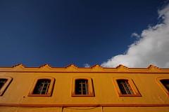 amarillo-azul (jbilohaku) Tags: blue sky yellow azul mxico mexico amarillo cielo nubes sancristobal chiapas nube sancristobaldelascasas flava blua ielo