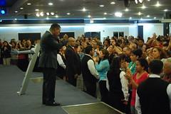 Servicio - 06/11/14 (Rudy Gracia) Tags: people music church de hands worship florida god miami south jesus crowd iglesia rudy christian spanish vida hollywood fl pastor praise gracia preaching cristiana segadores ruddy predica