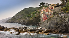 Riomaggiore (Randy Durrum) Tags: park sea italy water coast fishing dock europe mediterranean riviera day village liguria rocky eu samsung clear trail terre nik terra cinque riomaggiore ligurian durrum leuropepittoresque