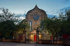 Canongate Kirk, Edinburgh (Colin Myers Photography) Tags: blue church colin canon photography scotland twilight gate edinburgh royal scottish royalmile bluehour mile kirk myers canongate canongatechurch canongatekirkyard edinburghphotography colinmyersphotography