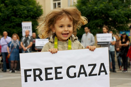 Demonstrace za mr v Gaze a Palestin / Demonstration for peace in Gaza and Palestine by Peter Tkac Attribution-ShareAlike License, From FlickrPhotos