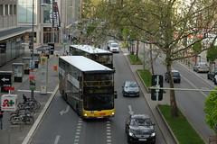 Der Verkehr in Steglitz - ffentlich auf der Schlostrae (Sockenhummel) Tags: bus busse fuji traffic fujifilm rushhour verkehr steglitz bvg schlossstrasse xe1 strase berlinsteglitz schlosstrasse fujifilmxe1 fujixe1