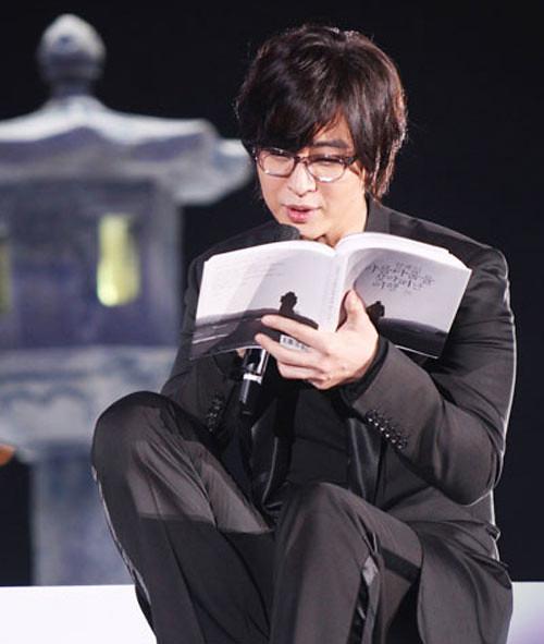 55350155-1294279565-bae-yong-joon-7