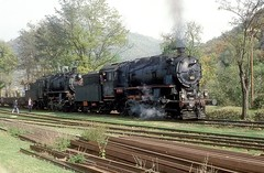 45052 + 45050  Curkarbk  21.10.83 (w. + h. brutzer) Tags: analog train turkey nikon railway zug trains steam trkei dampflok lokomotive eisenbahnen tcdd dampfloks webru curkarbk