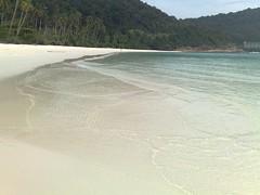 Pulau Redang (lars Jrgensen76) Tags: blue sky beach water beautiful weather southeastasia paradise empty beachlife palm palmtrees malaysia beachfront pulau redang southchinasea beachy conditions visitmalaysia jewelofkedah