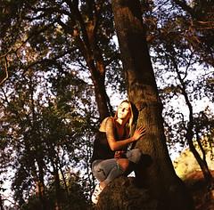 """""""Il ne faut pas rêver la vie des autres mais faire en sorte que la sienne devienne quelque chose qui vous satisfasse"""" (lizardking_cda) Tags: hasselblad medium moyen format film analog kodak portra 400 portrait model shooting beautiful belle woman femme fille girl nice côte azur france riviera colline hill forest forêt parc park vinaigrier tree arbre sunset coucher soleil feuilles leaves chercherlafemme automne autumn fall jeans tatouage tattoo eoshe bois wood blonde tshirt topless spleen sad triste smile sourire love amour romantic romantique sensuelle photoshoot melancholy mélancolie mood french montagne mountain light lumière"""
