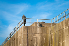 Zig zag (Oscar F. Hevia) Tags: zigzag dique muelle espigon puerto hormigon cielo barandilla dock spigot harbor concrete sky railing asturias asturies españa lastres paraísonatural principadodeasturias spain