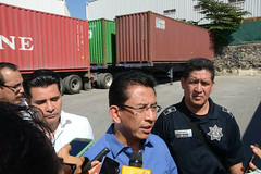 Hallan en la carretera a Minatitlán una bodega con contenedores robados en Manzanillo (conectaabogados) Tags: bodega carretera contenedores hallan manzanillo minatitlán robados