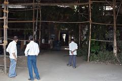 (Sbastien Pineau) Tags: people india men construction asia raw gente bombay maharashtra mumbai construccin hommes gens inde hombres pineau   mahrra sbastienpineau