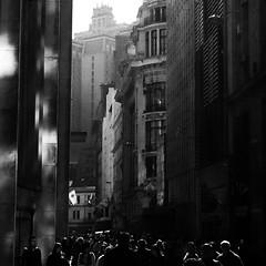Rua Alvares Pentedo, 12:30h. (*Ολύμπιος*) Tags: street people blackandwhite bw calle pessoas downtown sãopaulo centro run pb bn via persone rua persons midday pretoebranco biancoenero centrohistórico meiodia centrodesãopaulo mezzogiorno centrodowntown 1230h