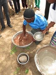 IMG_5406 (Photos particulires) Tags: africa west kara de steps step butter togo making shea afrique beurre fabrication prparation moba tape mobas louest savanes dapaong tapes karit atyk savanakarit lorimpo kombat
