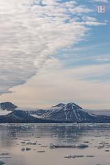 Volcano Sky (Rhapsody-In-Blue) Tags: sky norway landscape grau wideangle glacier svalbard arctic paysage spitsbergen spitzberg grandangle spitsberg kongsfjord kongsfjorden baieduroi