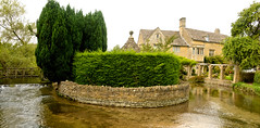 BOURTON ON THE WATER (chris .p) Tags: uk trees summer england water buildings river nikon august cotswolds gloucestershire gb bourton 2014 d610 windrush 28to300