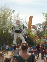 Buzz Lightyear, Toy Story Playland, TOON STUDIO, WALT DISNEY STUDIOS, Disneyland PARIS  www.meEncantaViajar.com (javierdoren) Tags: summer vacation holiday france buzz fun frankreich holidays europa europe estate toystory buzzlightyear disneyland sommer frana sunny disney pixar verano vero blocks frankrijk t eurodisney francia themepark coches playland sommar strollers waltdisney lafrance personaje bloques disneylandresortparis waltdisneystudios soleado disneycharacter franzen marnelavalle parquetemtico vacacin carcter waltdisneystudiospark toonstudio esto pixarcharacter disneylandpars parcwaltdisneystudios toysoldiersparachutedrop toystoryplayland personajedisney disneyland2014 personajepixar disneylandparis2014 disneylandpars2014 disneylandresortparis2014 waltdisneystudios2014 parcwaltdisneystudios2014 waltdisneystudiospark2014 toonstudioalldondelosdibujosanimadoscobranvida toonstudiowaaranimatiefigurentotlevenkomen
