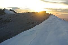 Sun light over the crater rim (nic0704) Tags: snow mountains ice america de mexico volcano climb belt hiking nevada north central hike sierra glacier climbing pico mountaineering puebla volcanic mountaineer aztecs popocatpetl orizaba volcanoe iztacchuatl citlaltpetl izta ixtacchuatl transmexican
