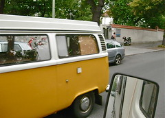 To fast for me (ClassicsOnTheStreet) Tags: volkswagen transporter t2 vw bus van camper kampeerwagen kampeerbus campervan reisemobil wohnmobil motorhome mobilehome 70s 1970s classic oldtimer klassieker combi bulli kombi gespot spotted carspot berlijn berlin 2014 germany duitsland deutschland straatfoto streetphoto streetview aircooled luchtgekoeld sylterstrasse sprengelkiez westfalia