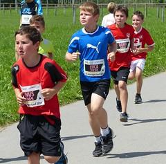Runners (Cavabienmerci) Tags: boy sports boys sport youth race children schweiz switzerland à child suisse running run course runners pied runner 2014 läufer münsingen lauf coureur coureurs louf münsiger