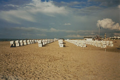 Rostock, August 2014. (clasker) Tags: lighthouse color film beach strand analog 35mm playa olympus balticsea expired ostsee mjuii rostock leuchtturm beachchairs warnemuende strandkrbe superia200 beachchair leucht