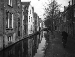 Vintage Alkmaar (PaulHoo) Tags: alkmaar vintage film nostalgic fujifilm ga645 analog mediumformat reflection city holland netherlands 2017 orwo np15 rodinal canal urban citylife street water old 120film expired