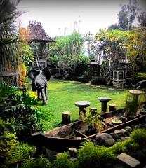 Beautiful garden . Joglo Ki Penjawi - Coffee House. Asus Zenfone 5