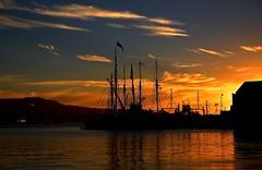 Grunnlovskonvoien (Kjell-Arne) Tags: sunset cloudy