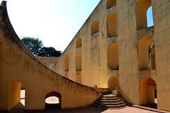 Samrat Yantra (Alonso Reyes) Tags: world city pink india heritage giant site unesco sundial astronomy indien jantar jaipur mantar rajasthan yantra samrat