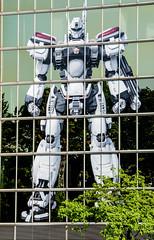 Transformer oder RoboCop? (kaktusbluete66) Tags: robot transformer weiss robocop fassade roboter