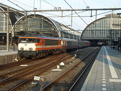 Locon 9908 back at Amsterdam CS, August 2, 2014 (cklx) Tags: amsterdam 600 500 excursion apeldoorn beekbergen vsm 9802 9908 locon traintour bakkies railexperts