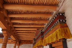 P1160217 (Lyrinda) Tags: india photo buddhist monk buddhism monastery monks himalaya leh himalayas ladakh sheypalace hemismonastery thikseymonastery sankar thiksey hemis stok buddhistmonks shey monasteries gompas hemisgompa sheymonastery sankarmonastery monasterystokgompa